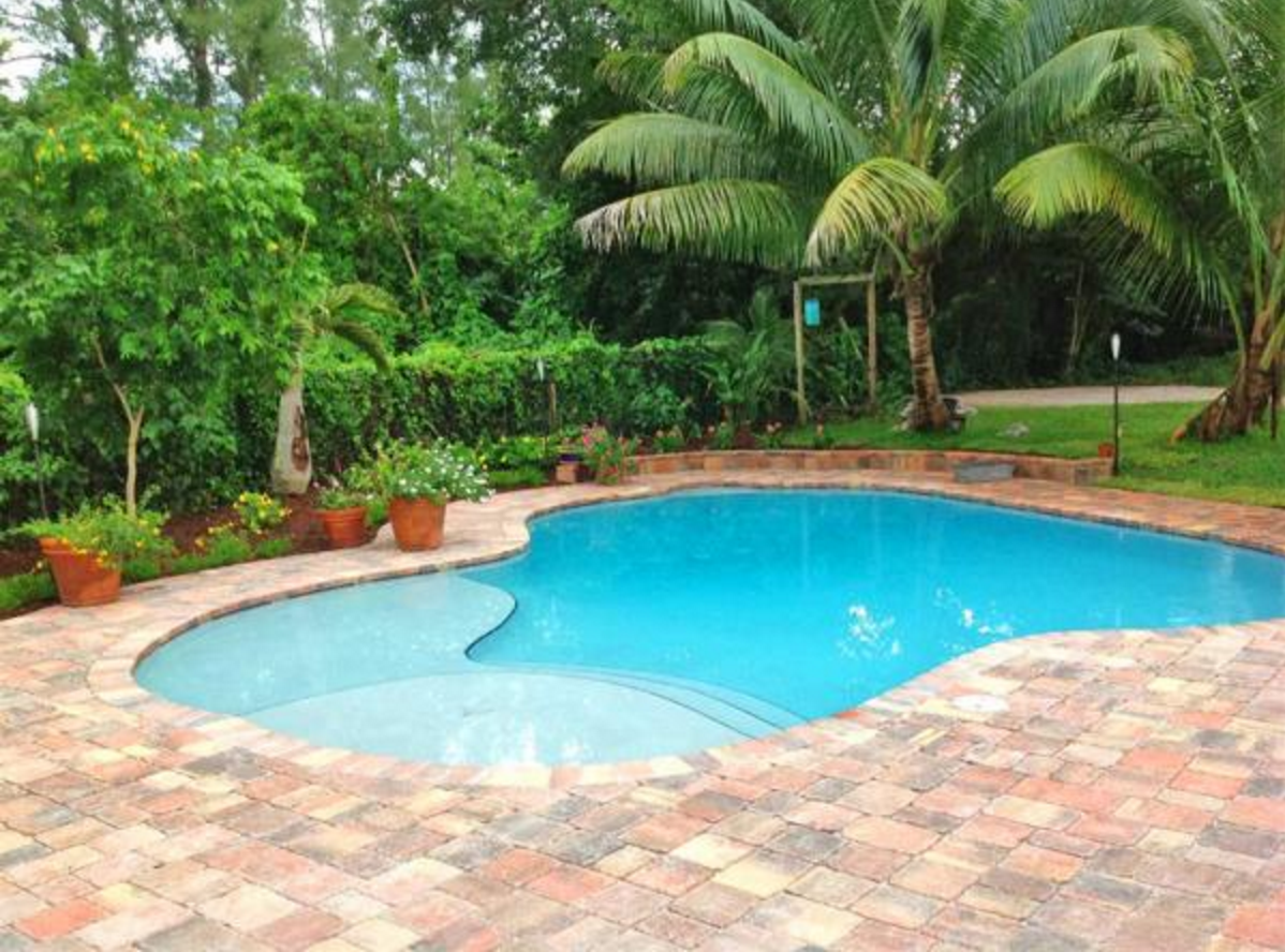 Being a little greener with a salt water pool ways2gogreen blog for How much water is in a swimming pool